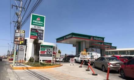 Aprovechan pachuqueños, precio bajo de la gasolina