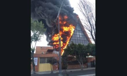 Se registra incendio en iglesia de CDMX