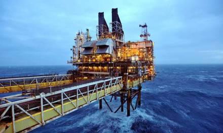 Rusia y Arabia Saudita acuerdan reducir producción de petróleo