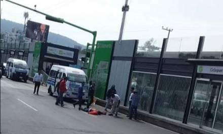 Unidad de transporte público atropella a mujer afuera de Central de Autobuses