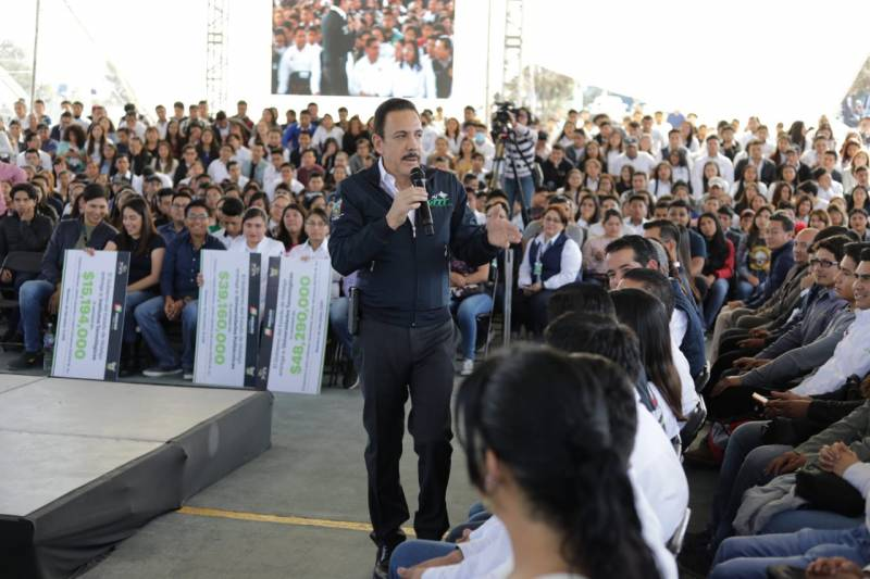 Entregará Fayad 15 mil becas Miguel Hidalgo