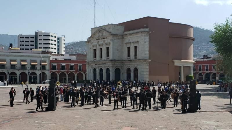 Músicos se manifiestan en Plaza Juárez para pedir apoyo económico