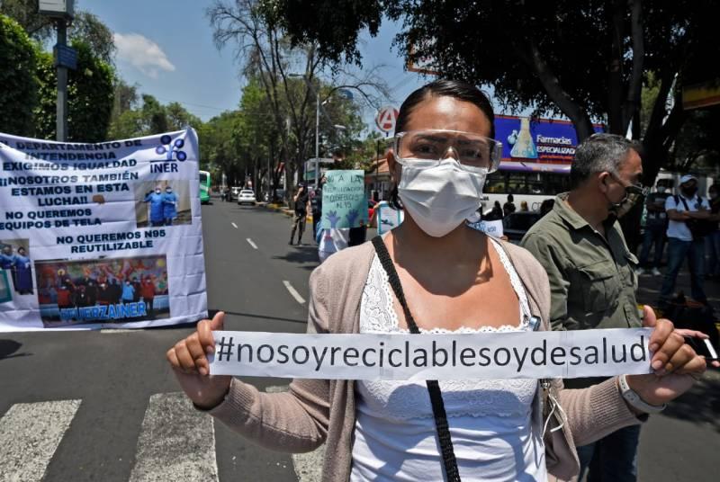 Protestan trabajadores del INER porque les piden reutilizar cubrebocas