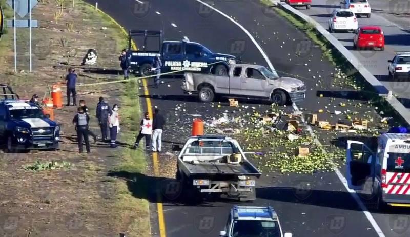 Fallece hombre tras volcar camioneta en la Pachuca-Actopan