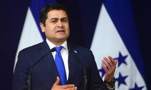 Hospitalizan a presidente de Honduras por COVID-19