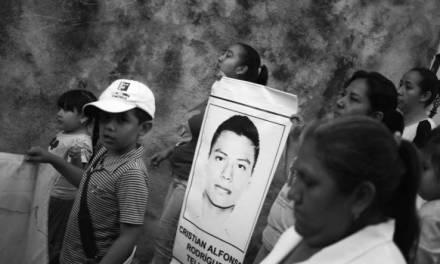 Identifican a uno de los 43 desaparecidos de Ayotzinapa