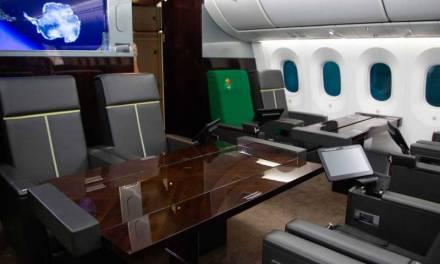 Exhiben lujos del avión presidencial
