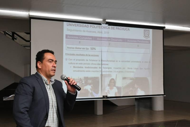 UPP planea cambios en simposio de ciencias e ingenierías