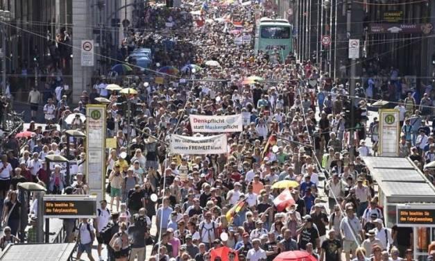 Protestan en Berlín contra restricciones por Covid-19