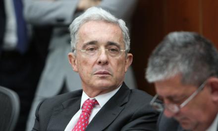 Ordenan detención domiciliaria del expresidente de Colombia Álvaro Uribe