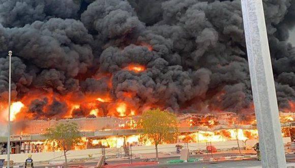 Se incendia mercado en Ajman, Emiratos Árabes Unidos