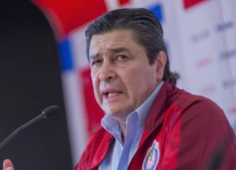 Luis Fernando Tena no es más técnico de Chivas