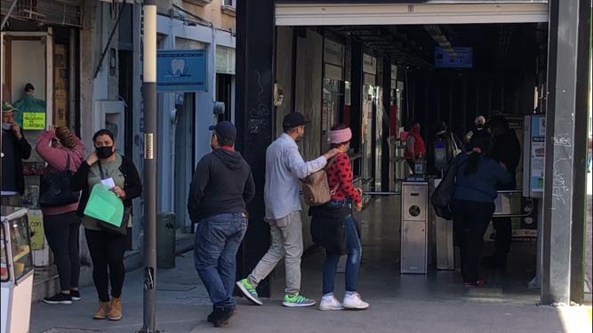 Prohibirán acceso a Tuzobús a quien no porte cubrebocas