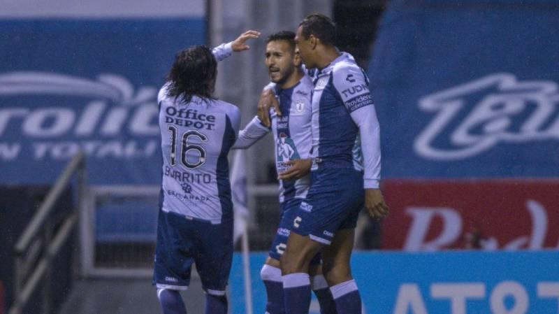 Pachuca vence a Puebla con polémico penal