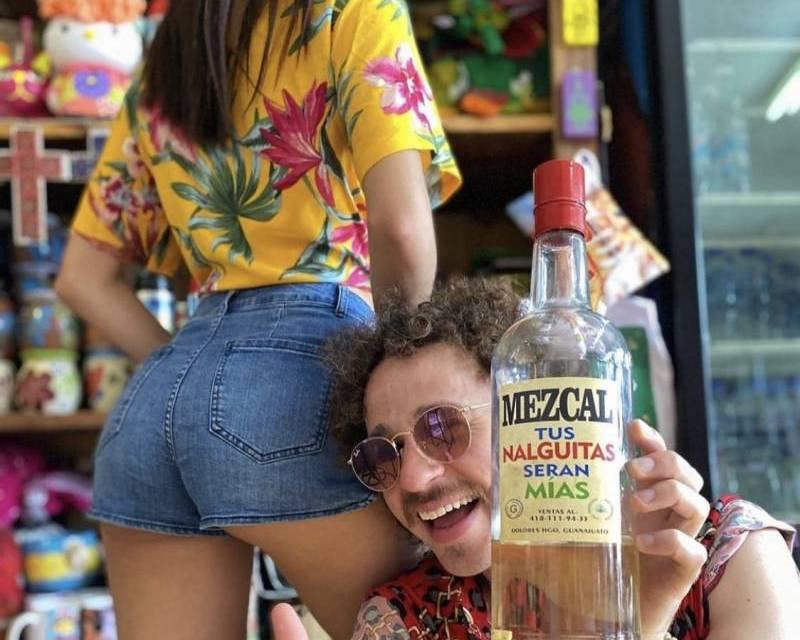 Tachan de machista a Luisito Comunica por foto con su novia