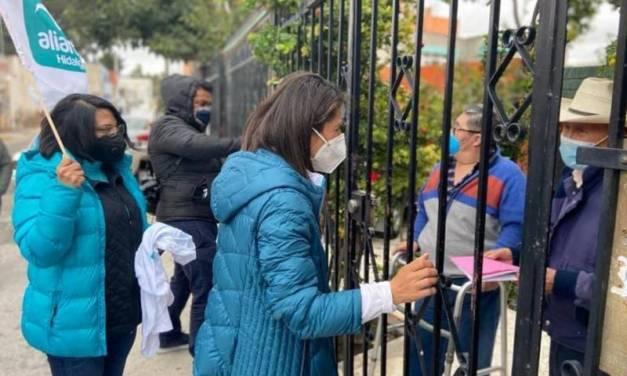 Continúa Darina Márquez con toque de puertas