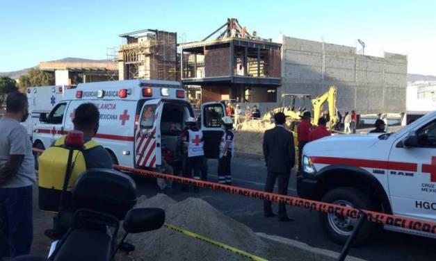 Tres fallecidos en derrumbe de construcción, en Pachuca