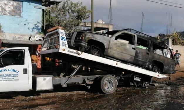 Se incendia camioneta cargada de huachicol