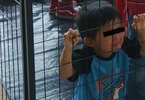 Cierran centro de detención que mantenía a niños migrantes en jaulas