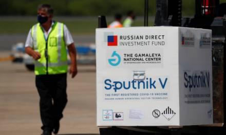Rusia desmiente a empresario por compra de vacunas