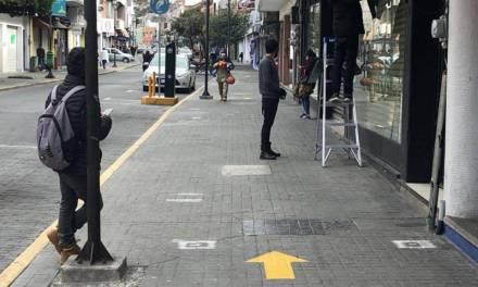 Señalizan sentidos para peatones en calle Guerrero