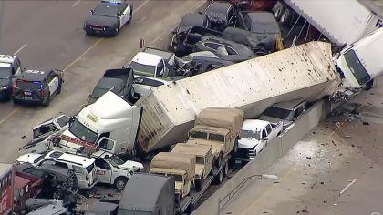 Carreteras congeladas de Texas provocaron una carambola de más de 100 autos