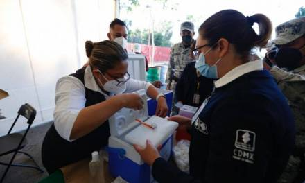Prevén vacunar hasta 300 mil personas diarias en México