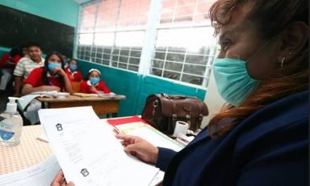 Colegio médico pide analizar a fondo regreso a clases presenciales