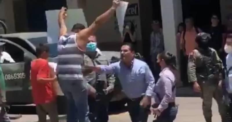 Teme por su vida profesor agredido por gobernador de Michoacán