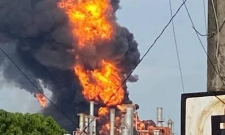 Reportan incendio en Refinería de Minanitlán, Veracruz