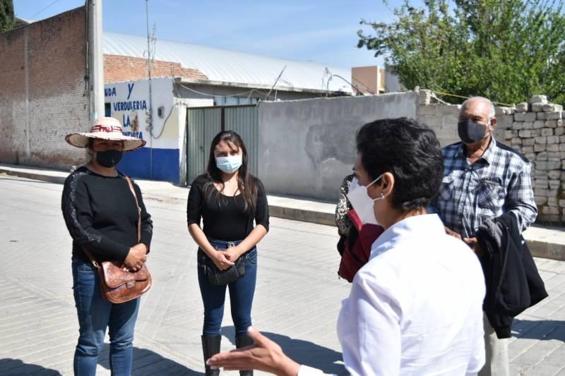 Rocío  Sosa da a conocer propuestas en toque de puertas