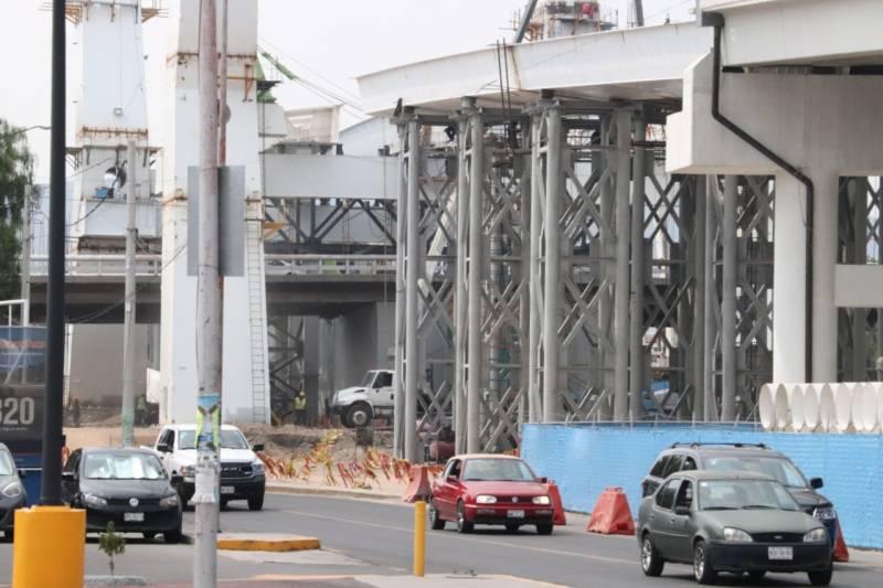 Constructoras del puente atirantado no participaron en la línea del metro colapsada