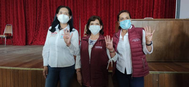 Luz Rubio, Elvia Sierra y Lidia García se reúnen con jubilados electricistas