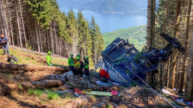 Se desploma teleférico al norte de Italia