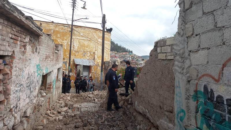 Se derrumba antigua barda en Pachuca
