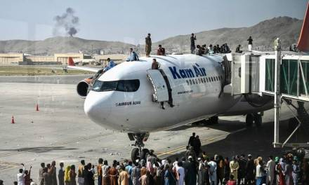 Caos en aeropuerto de Kabul deja al menos 7 muertos