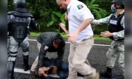 Abren investigación en contra de agentes que agredieron a migrantes