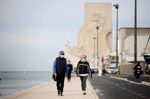Portugal elimina el uso de cubrebocas en la calle